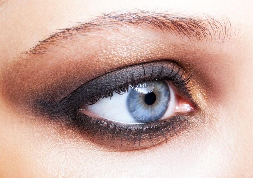 Maquillage des yeux bleu
