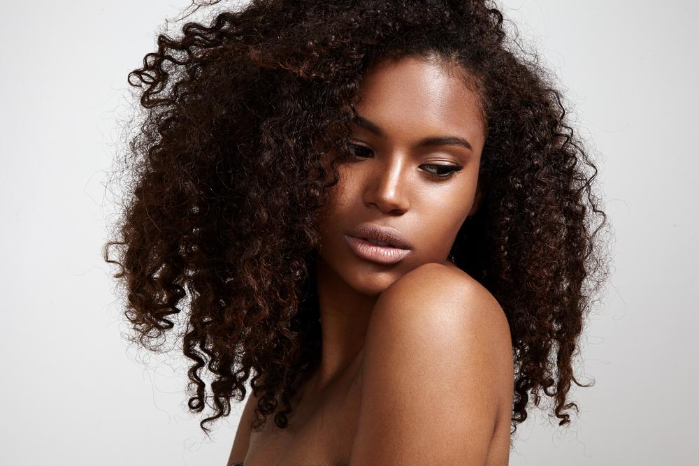 10 astuces anti cheveux secs
