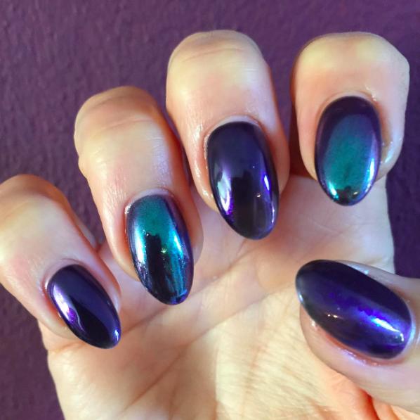 Le mirror powder : La poudre magique qui illumine vos ongles