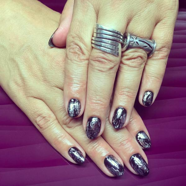 Le nail art mirror : Un maquillage jusqu'au bout des ongles