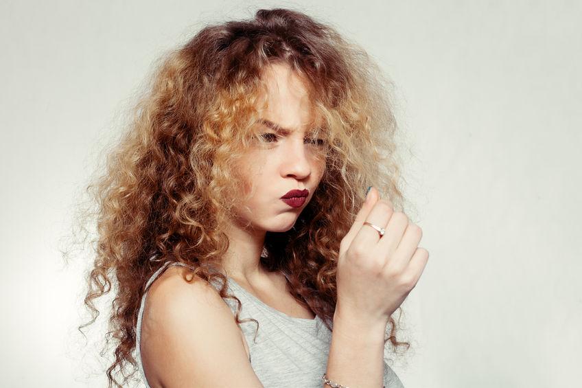 Hair dusting : La technique pour se débarrasser des fourches