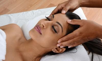 Massages capillaires : bienfaits et techniques
