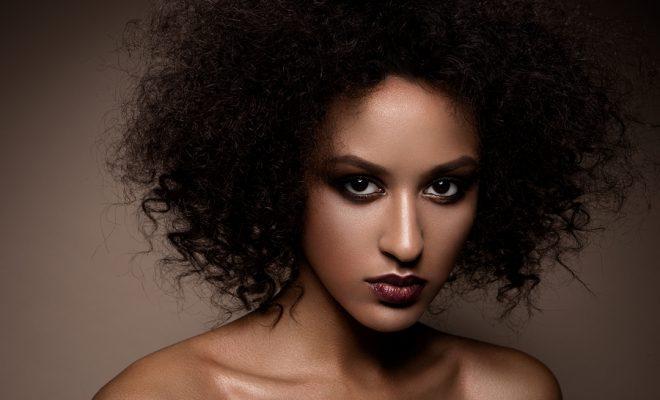 Afro: Une sélection de coiffures pour l'été