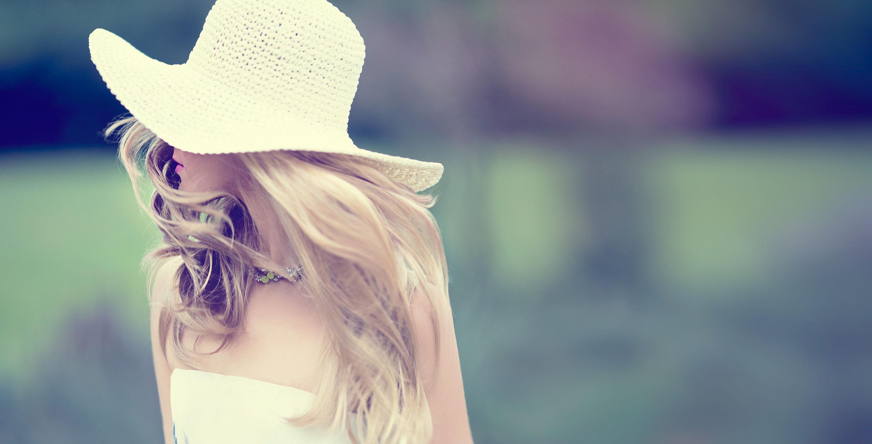 Comment porter le chapeau en été ?