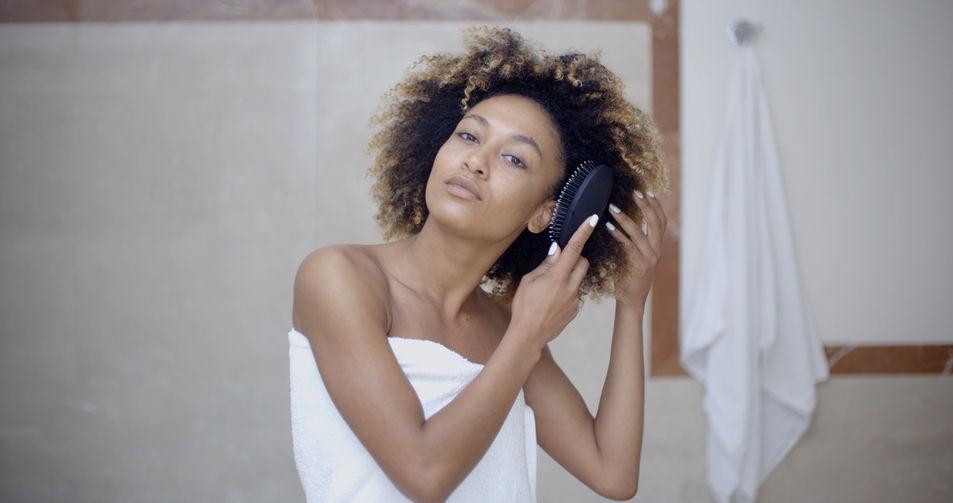 10 idées reçues sur les cheveux