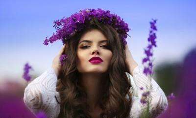 Comment porter un maquillage violet ?