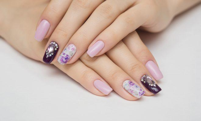 Nail art : Tendance chrome, brillance et paillettes